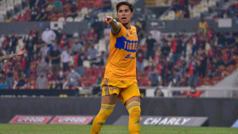 Carlos Salcedo en partido
