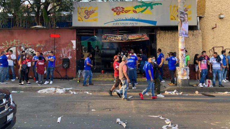 Comercios a las afueras del Estadio Azteca