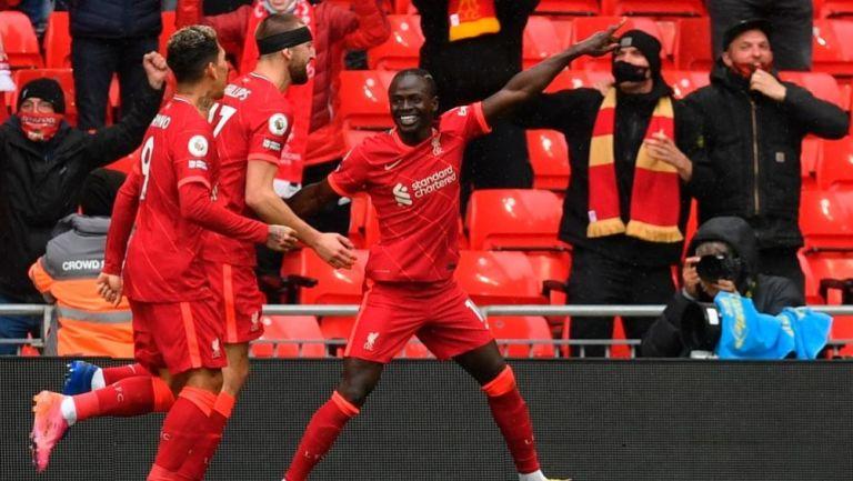 Jugadores del Liverpool festejando un gol a favor