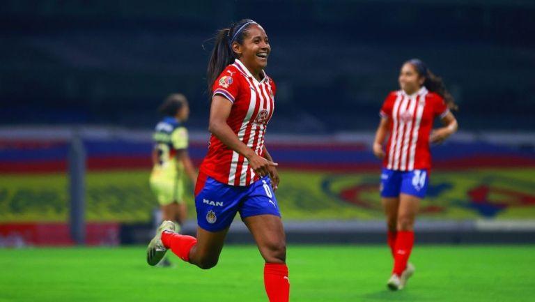 Miriam Castillo tras anotar un gol a favor de Chivas