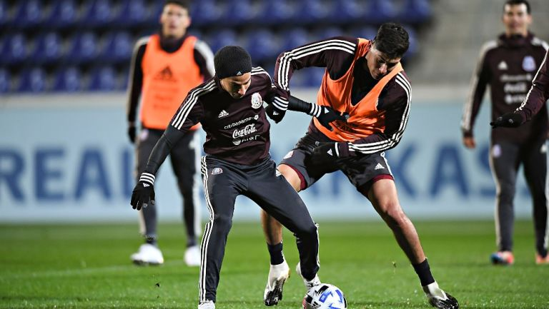 Lainez y Álvarez durante un entrenamiento con el Tri