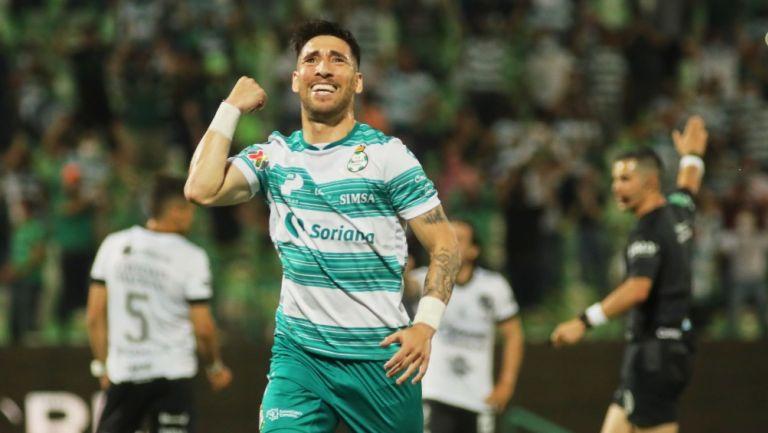 Fernando Gorriarán durante un partido con Santos