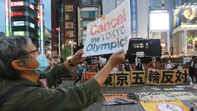 Manifestantes en contra de realizar los Juegos Olímpicos en Tokio