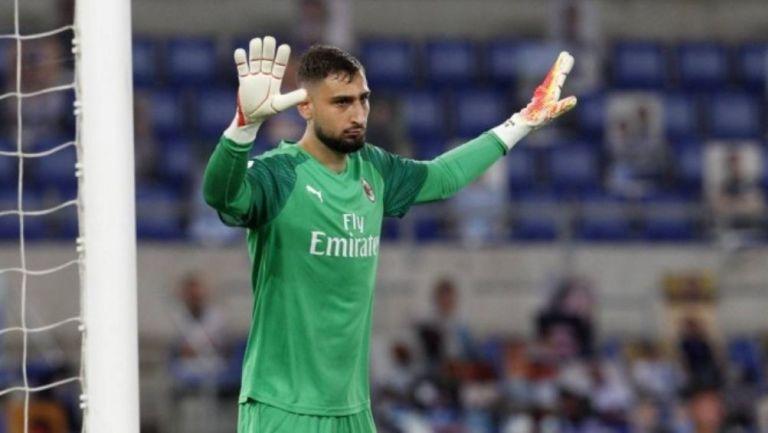 Donnarumma en un partido con el Milan