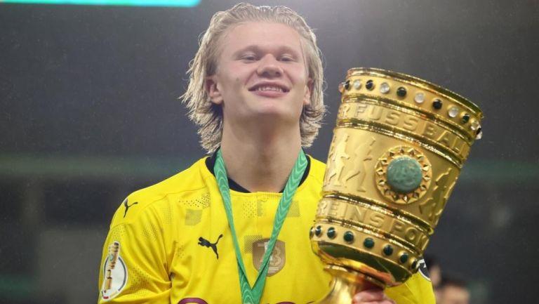 Erling Haaland en festejo con Borussia Dortmund