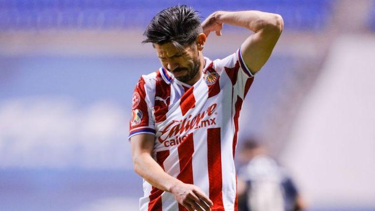Oribe Peralta durante un partido de Chivas