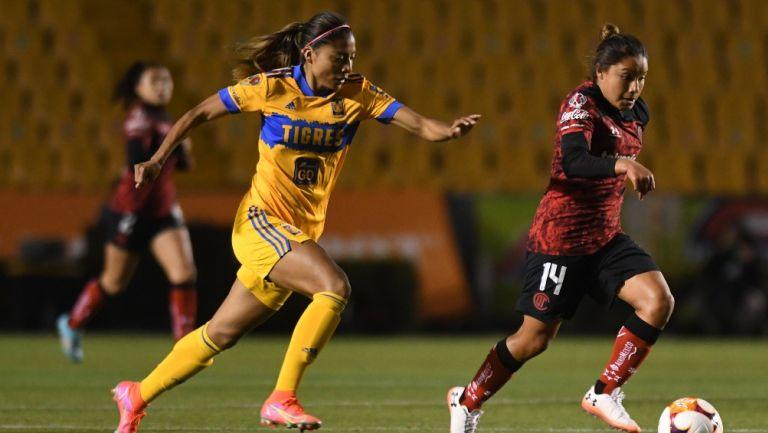 Nancy Antonio durante un partido con Tigres