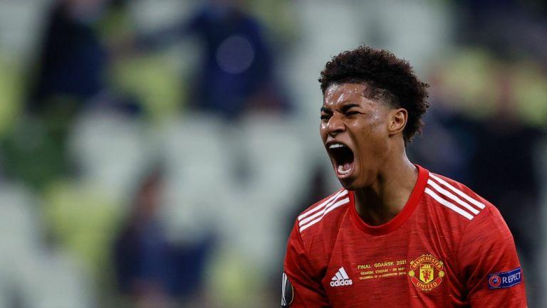 Marcus Rashford reacciona al haber fallado oportunidad de gol en la Final de la Europa League