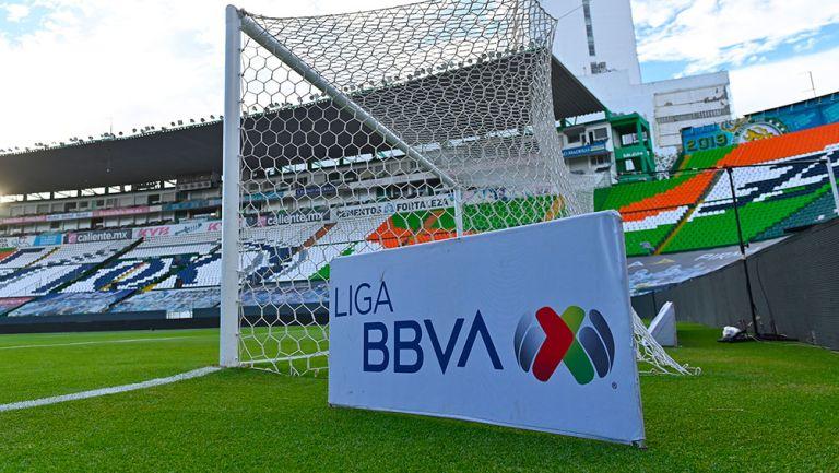 Pancarta de la Liga MX en el Estadio León
