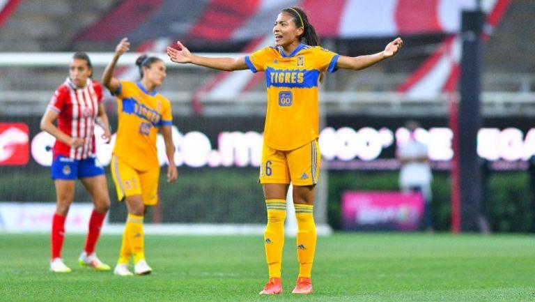 Nancy Antonio en acción con Tigres
