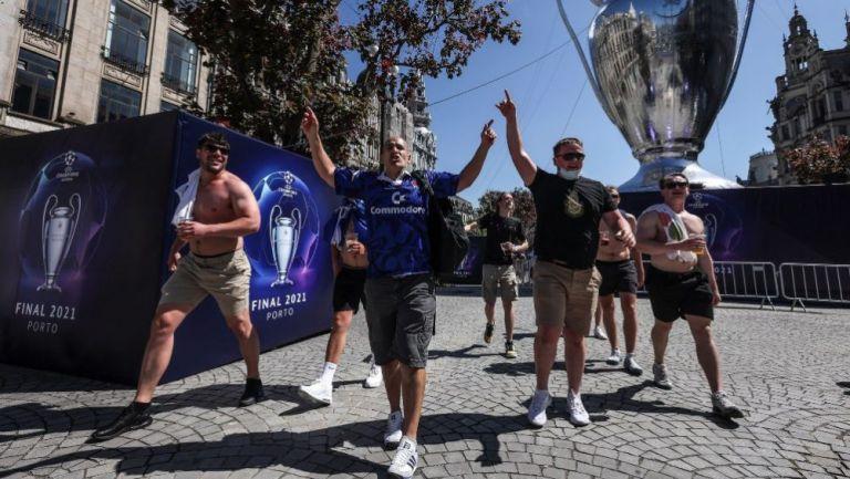 Aficionados ingleses en la ciudad de Porto