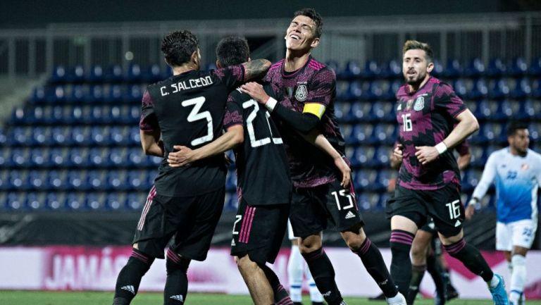 Jugadores de la Selección Mexicana celebrando un gol a favor