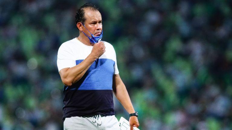 Juan Reynoso en victoria ante Santos