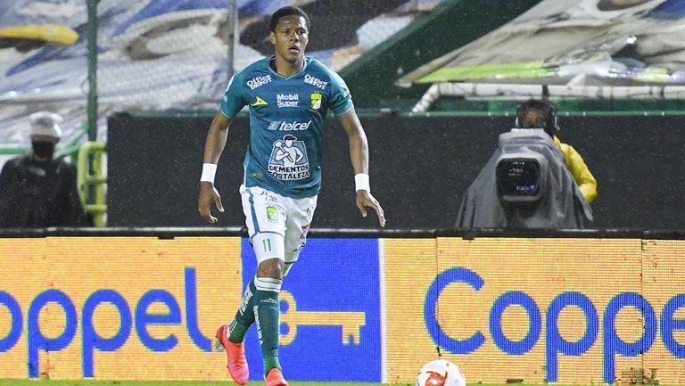 Yairo Moreno en partido con el León