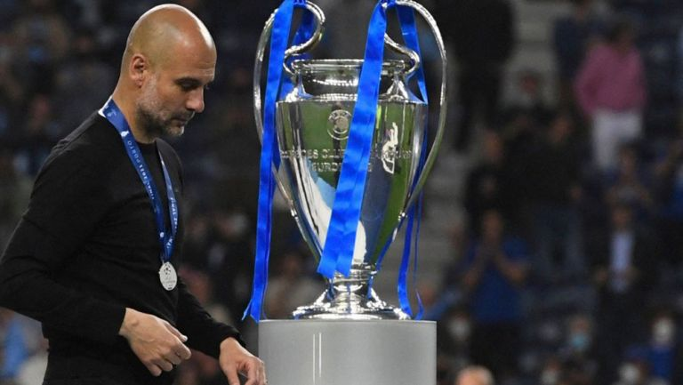Pep Guardiola, tras recibir su medalla de segundo lugar