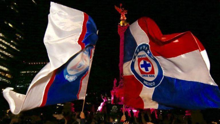 Fans de Cruz Azul en el Ángel de la Independencia