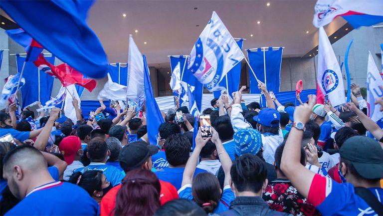 Aficionados de Cruz Azul en el hotel de concentración