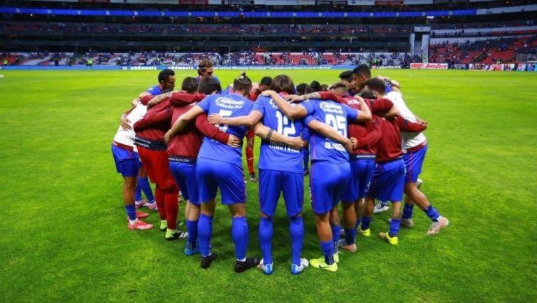 Cruz Azul: Mamá de aficionado que sigue al equipo en urna de cenizas ingresará a la Final