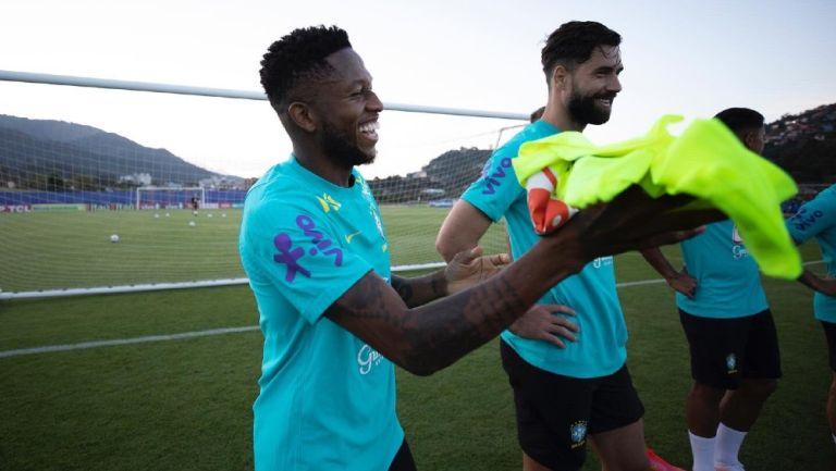 Fred entrena con la selección brasileña