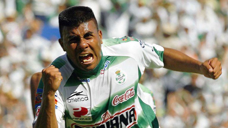 Daniel Ludueña festeja su gol ante Cruz Azul