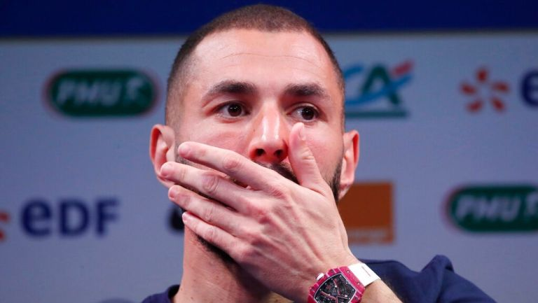 Karim Benzema reacciona en rueda de prensa