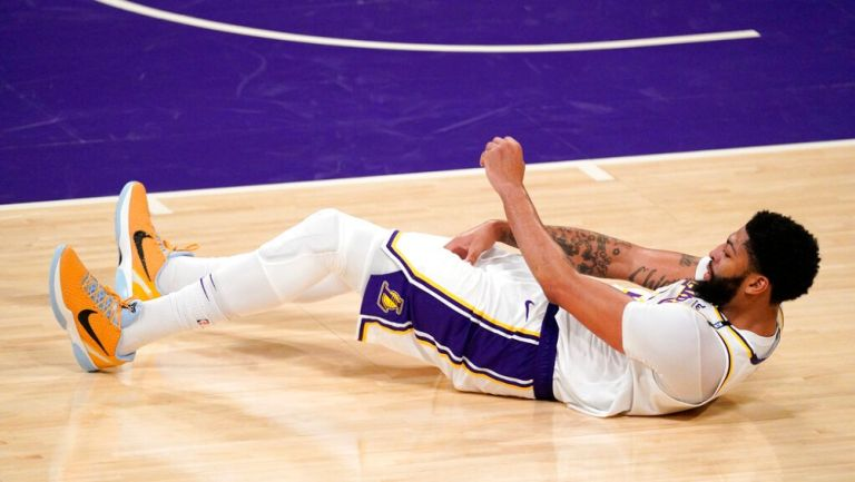 Anthony Davis en derrota frente a Suns