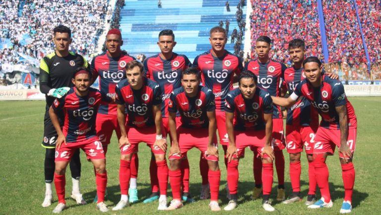 Gullit Peña: Campeón con el FAS de El Salvador
