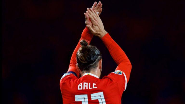 Bale celebra con la selección de Gales