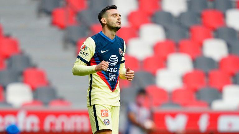Nicolás Benedetti durante un partido con América