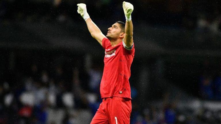 José de Jesús Corona celebra gol ante Santos