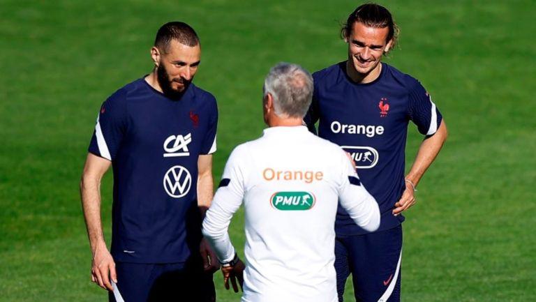 Benzema, Griezmann y Deschamps en un entrenamiento de Francia