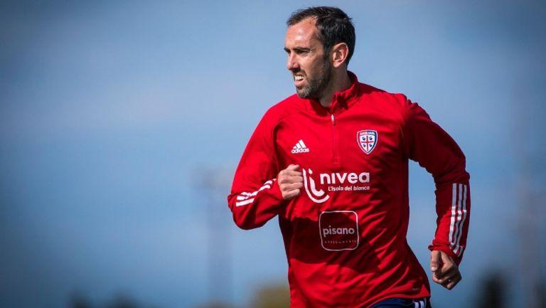 Diego Godín en entrenamiento con el Cagliari