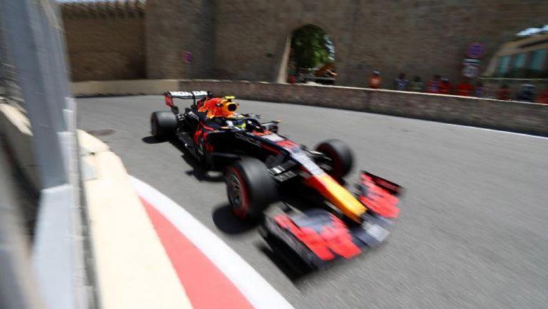 El auto de Sergio Pérez en el circuito de Bakú