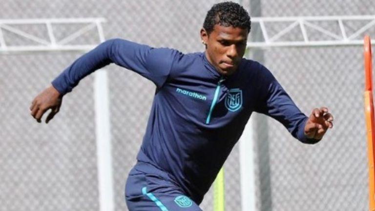 Robert Arboleda entrena con la selección de Ecuador