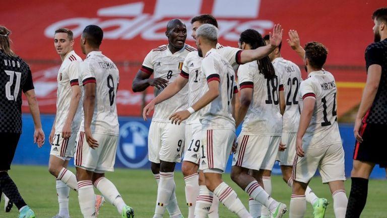 Jugadores de Bélgica celebran gol ante Croacia