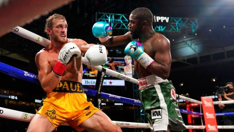 Floyd Mayweather se enfrentó a Logan Paul