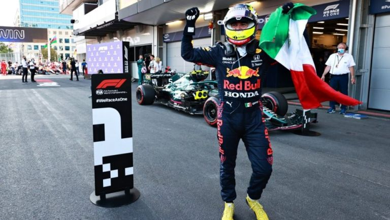 Sergio 'Checo' Pérez celebra su triunfo en el GP Azerbaiyán