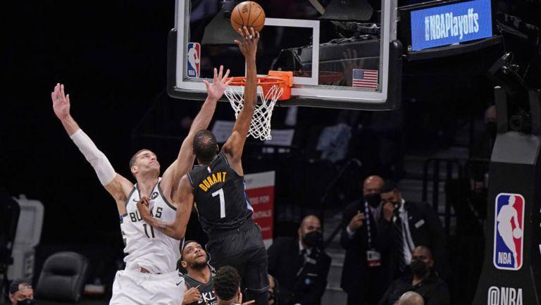 Kevin Durant, en acción ante los Bucks