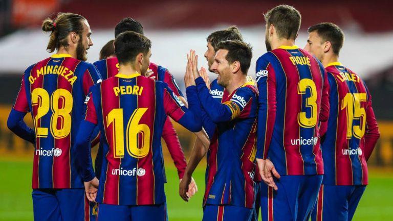 Jugadores del Barcelona festejan un tanto en LaLiga