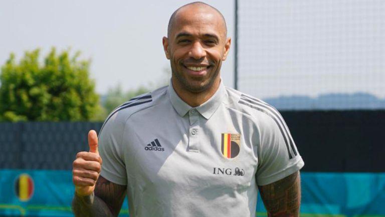 Thierry Henry llegando a la concentración de Bélgica