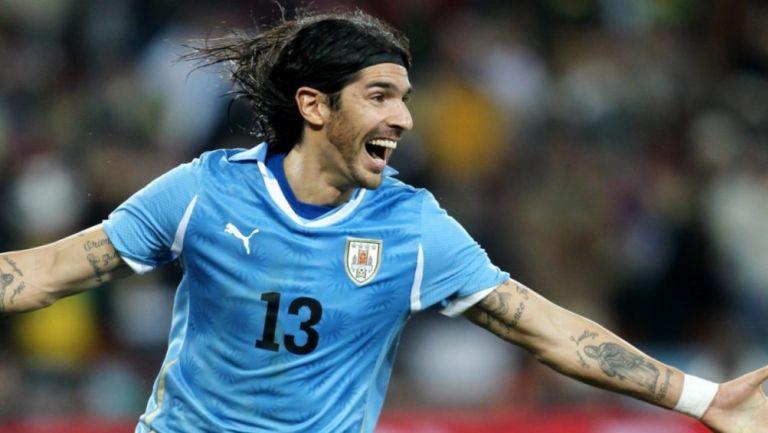 Abreu en un partido con la Selección de Uruguay