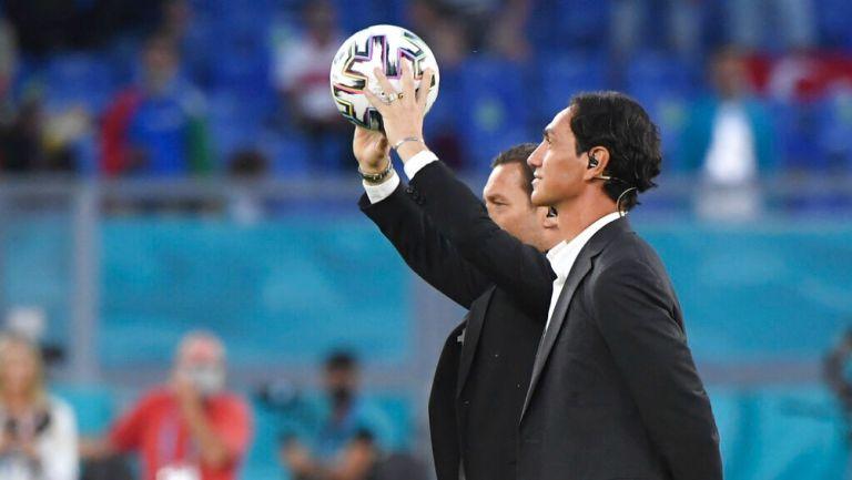 Eurocopa 2020: Balón del partido inaugural llegó al árbitro en auto a control remoto