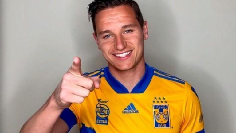 Florian Thauvin con la camiseta de Tigres