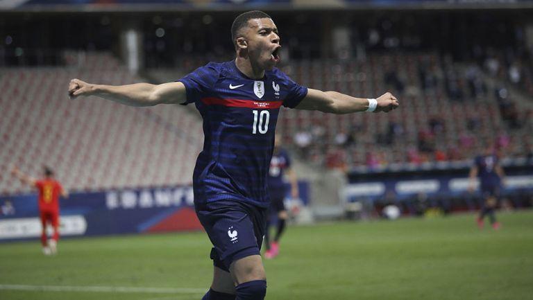 Mbappé festeja un gol con la Selección de Francia