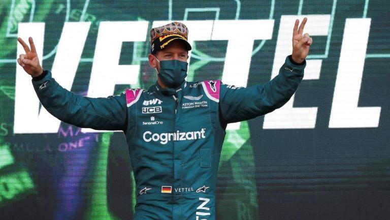 Sebastian Vettel revela que los pilotos orinan dentro de su carro durante las carreras