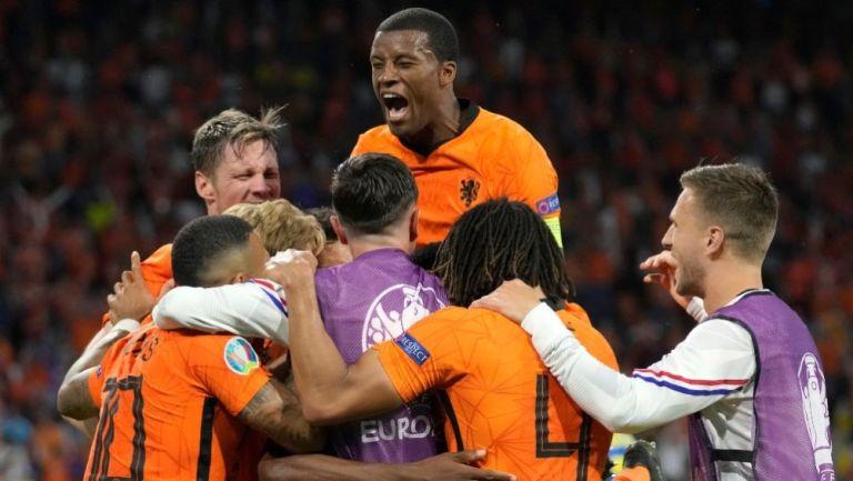 Jugadores de Holanda festejando un gol a favor