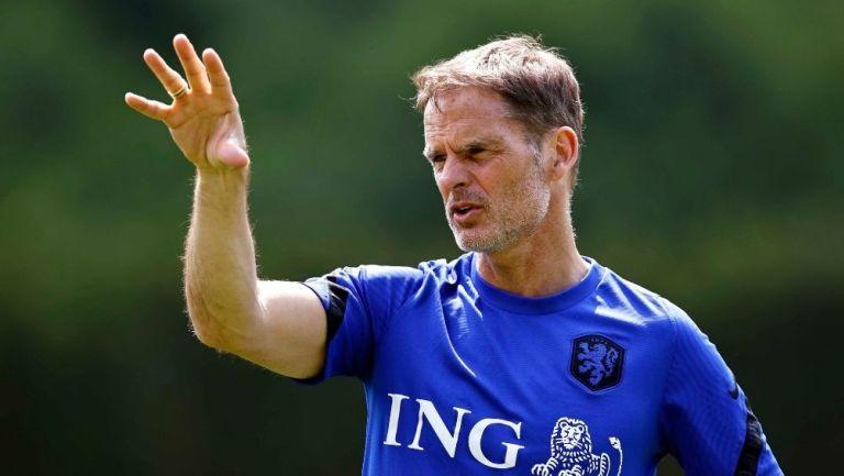 Frank de Boer en un entrenamiento con Holanda