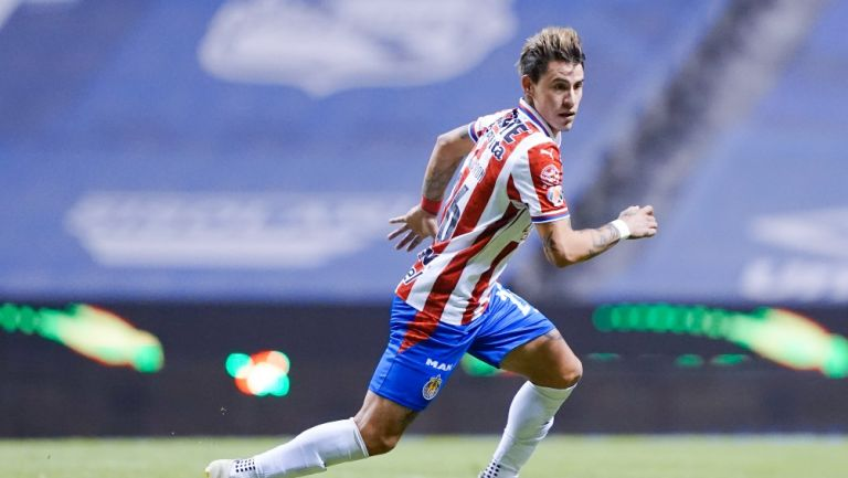 Cristian Calderón durante un partido con Chivas