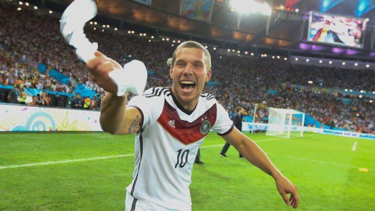 Lukas Podolski suena para llegar a Querétaro
