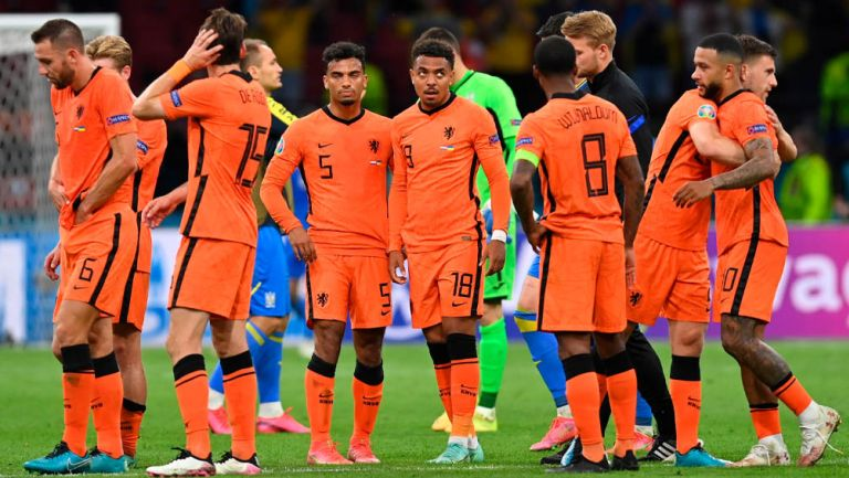 Jugadores de Países Bajos tras la victoria ante Ucrania